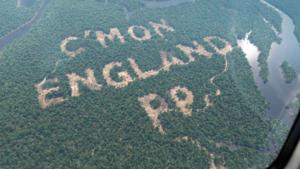 Goksite veroorzaakt rel met reclame in het regenwoud