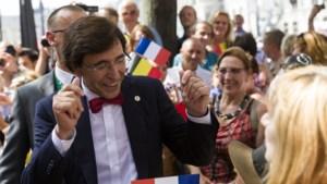 Di Rupo verwelkomt hoge gasten in Luik... met 'Welcome in Mons'