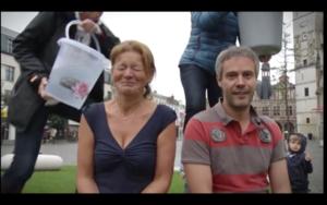 VIDEO. Ook schepenen doen een duit in het zakje voor ALS, incluis Ice Bucket Challenge