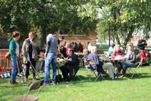 FOTO. Picknickers openen het vernieuwde Burgemeester J. Nolfplein