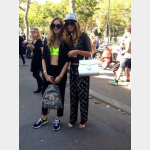 GESPOT. Internationale influencers dragen addmyberry tijdens de Parijse modeweek