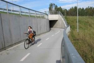 Fietsers klagen over gebrekkige verlichting in tunnel