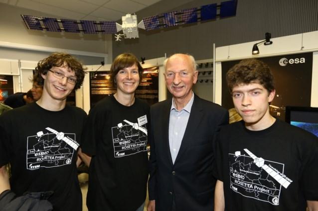 Leerlingen Sint-Barbara kijken met Dirk Frimout naar komeetlanding
