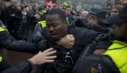 Negentig demonstranten opgepakt bij intocht Sinterklaas in Nederland
