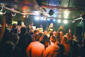 FOTO. Amerikaanse rapper Russ treedt op met Antwerpse rappers in jongerencentrum Bouckenborgh