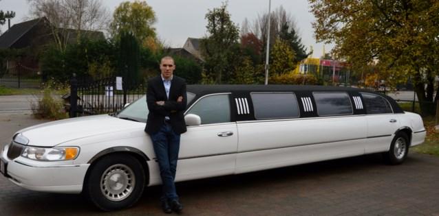 Stijlvolle superstretch limousine voor de prijs van een taxi