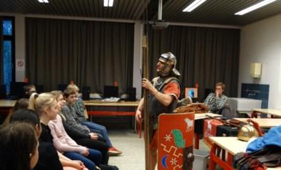 Romeinse soldaat op bezoek in de klas