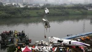 Gezin overleeft vliegtuigcrash Taiwan door voorgevoel vader