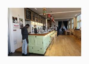 Koffieklets. Eetcafé Toreke:  Bezieling van in de keuken tot in de koffietas