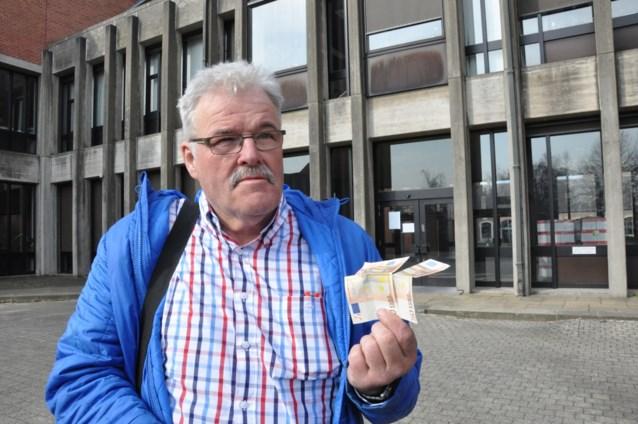 Geslagen parkeerwachter krijgt 100 euro van dader