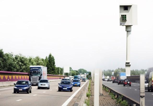 48 flitspalen op gewest- en snelwegen opzettelijk beschadigd in 2014