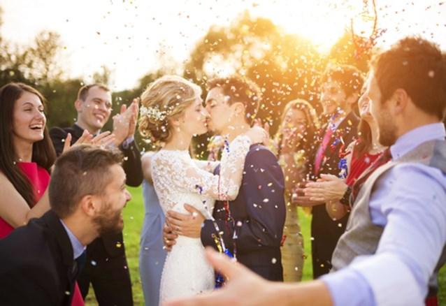 Zo hou je je manieren voor, tijdens en na een trouwfeest