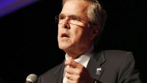 Jeb Bush zegt (per ongeluk) dat hij presidentskandidaat is