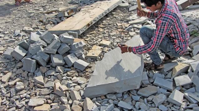 Vlaamse kasseien worden gemaakt door Indiase kinderen
