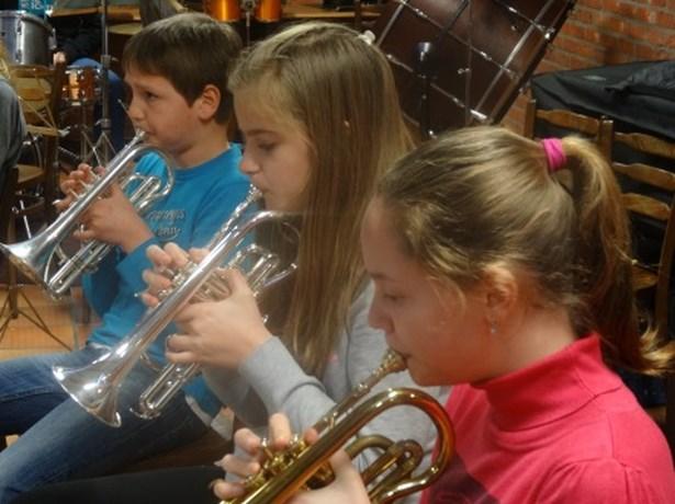 Muziekinitiatie door Jeugdfanfare Crescendo