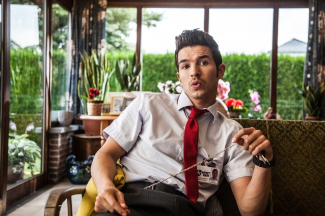 Waarom gaat acteur Matteo Simoni op bezoek bij Dennis Black Magic in de cel?