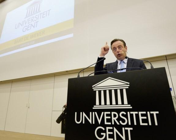 Bart De Wever op Gents openingscollege: 'Vluchtelingen zijn niet meer op zoek naar veiligheid maar zijn economisch gedreven'