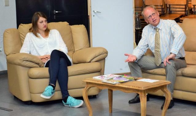 Layla Dupon aan zijde van nonkel Johan in 'Echtgenoot te huur'