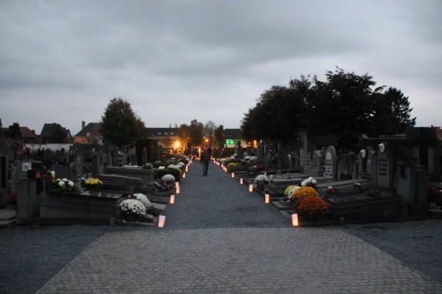 Reveil brengt ook dit jaar terug op Allerheiligen warmte op begraafplaatsen