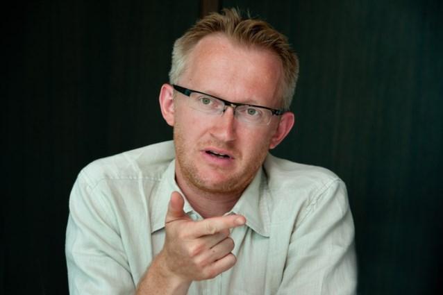"""David Van Reybrouck: """"Hollande en Jambon tappen met oorlogsretoriek uit hetzelfde vaatje als Bush"""""""