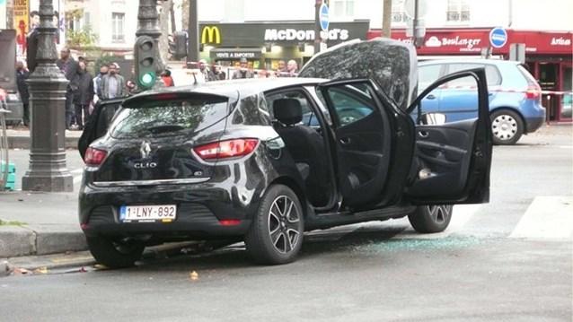 """Kalasjnikovs gevonden in verdachte Belgische wagen"""