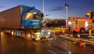 Gladheid veroorzaakt zwaar ongeval met twee vrachtwagens