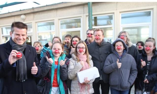 Middenschool steunt Rode Neuzen Dag