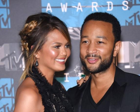 John Legend en vrouw onthullen geslacht van baby