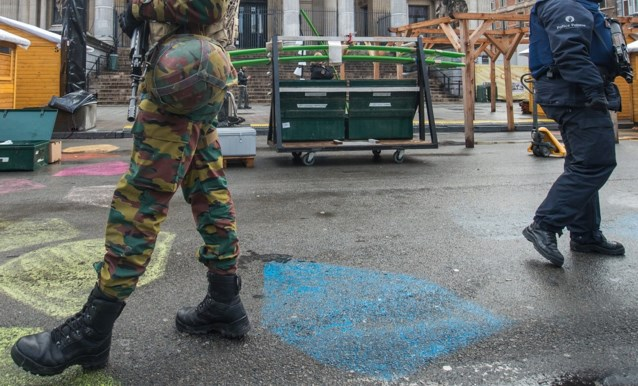 Twitter lacht met orgie soldaten en agentes tijdens terreurniveau 4