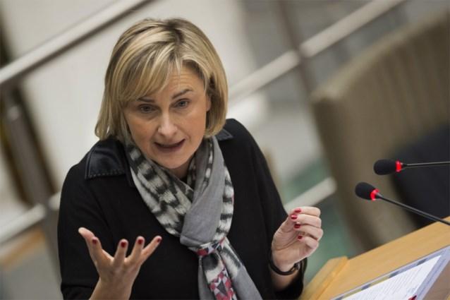 Minister Crevits vindt overgangsexperiment van Maasmechelse scholen positieve zaak