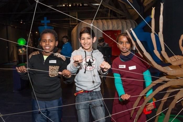 Ook jonge vluchtelingen leren spelenderwijs Nederlands