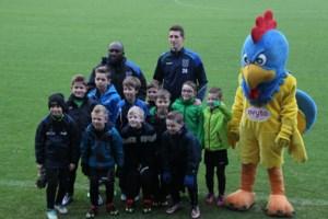 IN BEELD. Jonge voetballertjes op de foto met KVC Westerlo