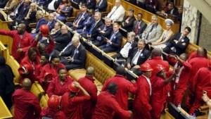 Zuid-Afrikaanse oppositieleden verlaten parlement tijdens toespraak Zuma