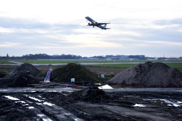 """Forse stijging aantal klachten luchthaven Deurne: """"Gestook uit linkse hoek"""""""