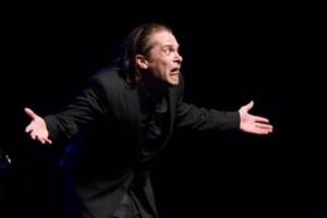 Cabaretier Hans Teeuwen deze zomer twee keer in Capitole