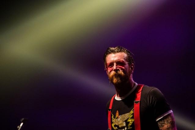Frontman 'Eagles of Death Metal' verdenkt bewakers Le Bataclan van samenwerking met terroristen