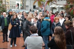 Gemeentepersoneel houdt minuut stilte voor slachtoffers terreur