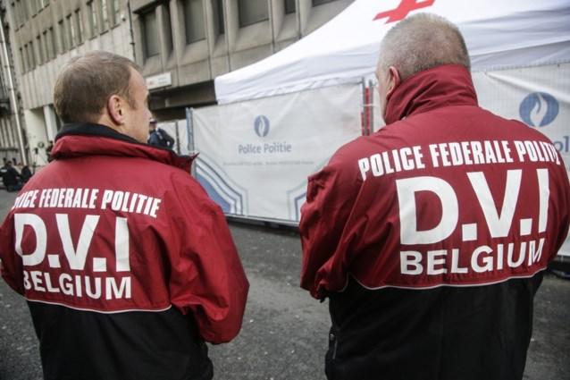 Hoe worden slachtoffers aanslagen geïdentificeerd?