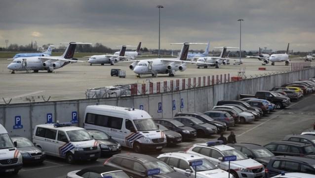 Mensen stromen massaal toe om auto te komen halen op Brussels Airport