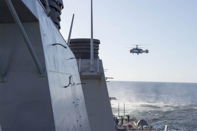Russische straaljagers donderen over Amerikaans oorlogsschip