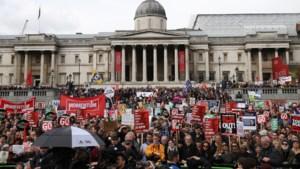 Tienduizenden Britten protesteren tegen bezuinigingbeleid van de regering-Cameron