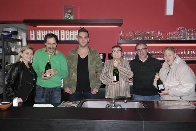 Huize De Veuster koopt busje met opbrengst van champagneverkoop