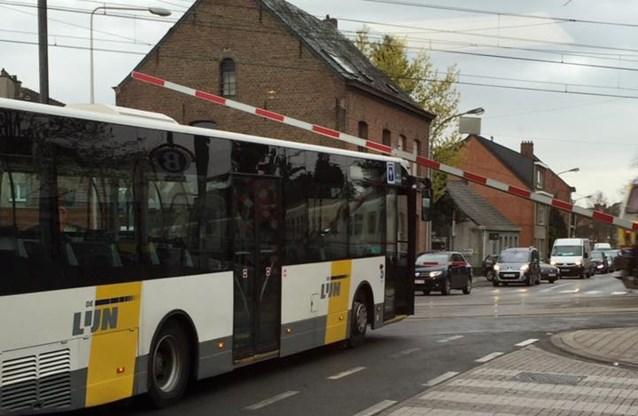 Slagboom geeft bus De Lijn tikje