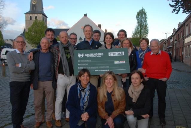 Derde Titsenjogging schenkt ruim 10.000 euro aan de Klimaatzaak