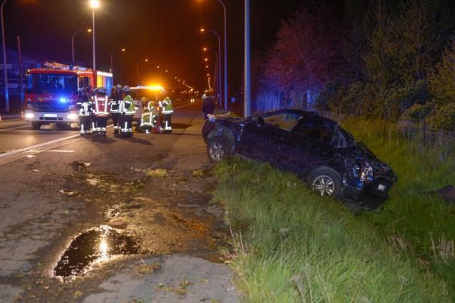 Man belandt onder voertuig en sterft aan verwondingen