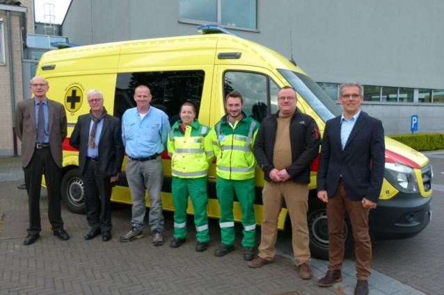 Vlaamse Kruis Ravels neemt splinternieuwe ambulance in gebruik