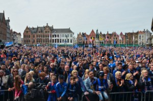 VIDEO. Brugse straten kleuren blauwzwart