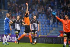 Karelis schiet Genk met hattrick alsnog naar Europa League