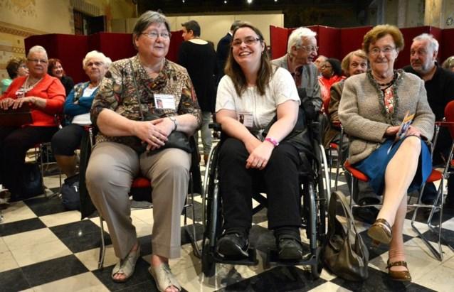 'Buurtpensioen': wie geholpen is, wordt zelf vrijwilliger
