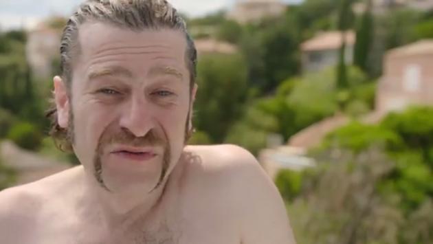 Freddy baadt in luxe in Saint-Tropez: